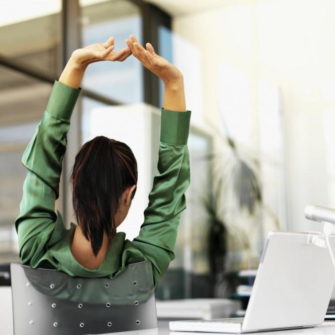 Fare-Stretching-Alla-Scrivania-Cara-Blogger