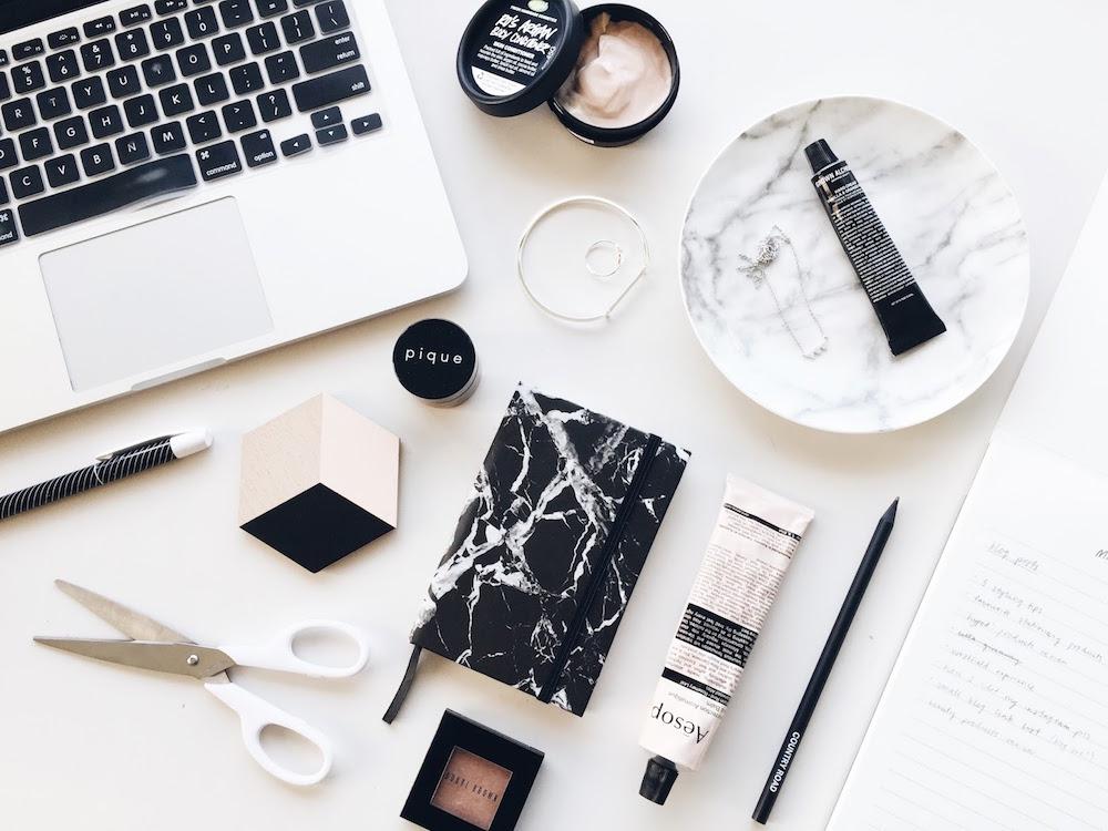 Scattare-Fotografie-Flat-lay-Fashion-Blogger